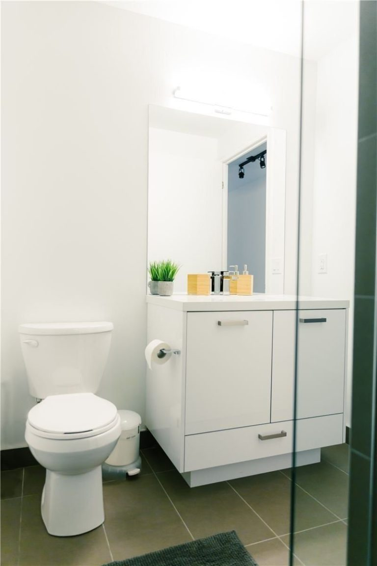 One Bedroom Condo For Sale @ 608 Richmond W - The Harlowe | Bathroom 2 - Contact Yossi Kaplan